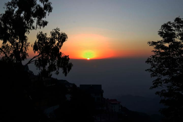 6 Bedroom House | Amazing View | Kasauli