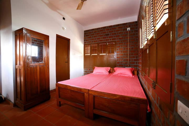 Elafonisi Room at Satzy's, Kovalam