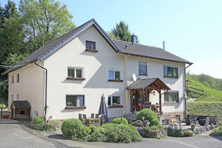 Appartamento vacanze nel Westerwald in agriturismo con splendida posizione