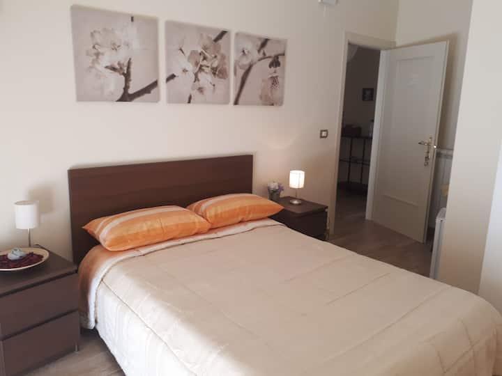 Stanza privata1 con bagno e balcone centro PELLARO