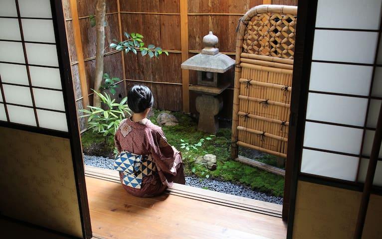 Tsukiya-Gengetsu-traditional room with garden