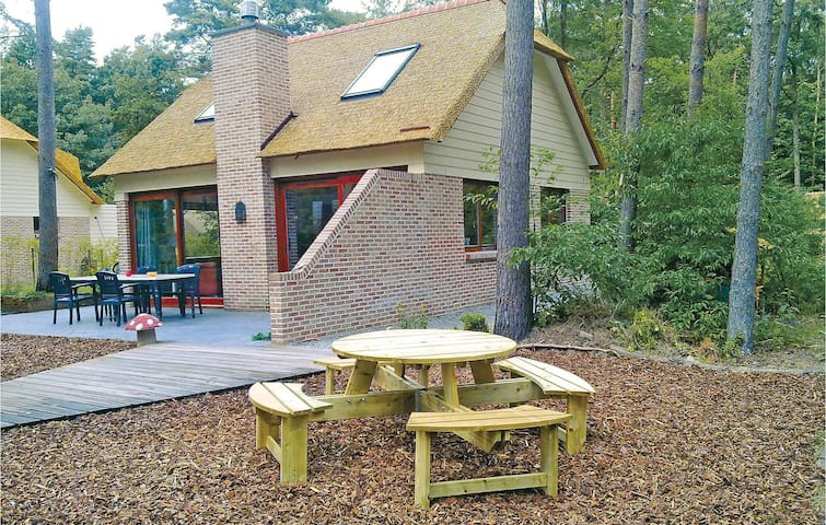Holiday cottage with 3 bedrooms on 110 m² in Rekem-Lanaken