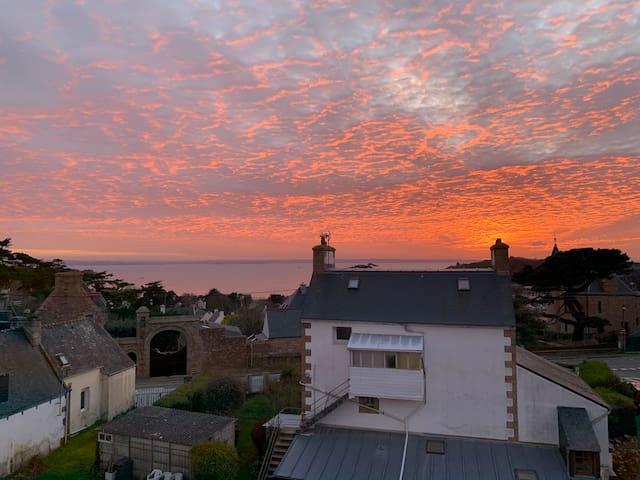 Appartement vue mer, sur la côte de granit rose