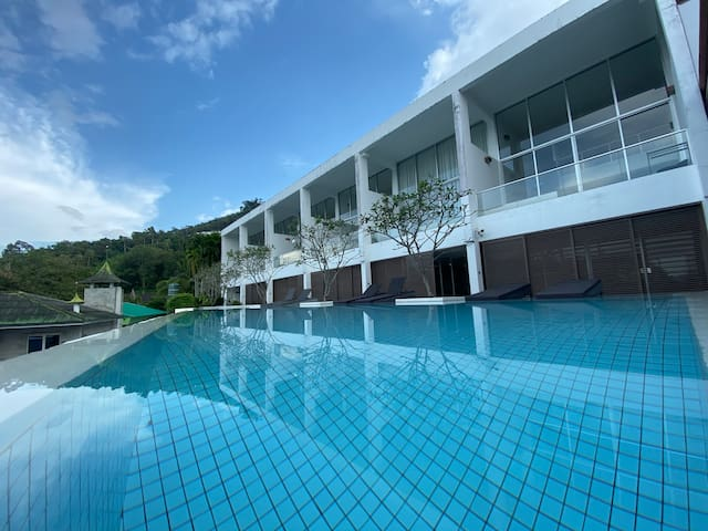 SURIN BEACH:3 BEDROOMS WITH PRIVATE POOL APARTMENT