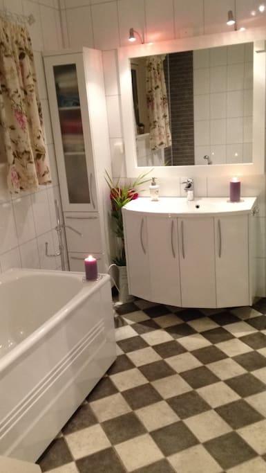 Nytt bad m/ badekar og dusj