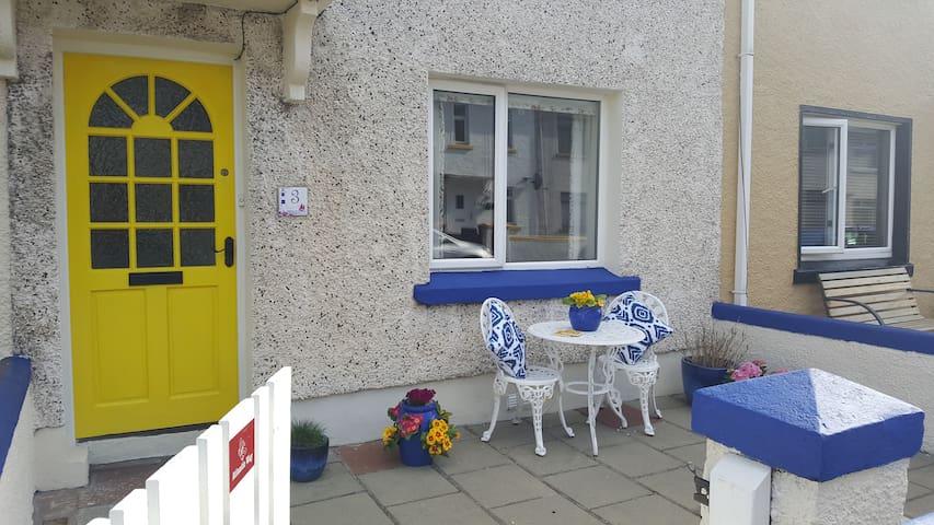 Atlantic Way Portrush: a cosy 1940s terrace house - Portrush - House