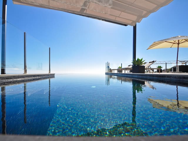 Luxury villa with three bedrooms, incredible views and private pool