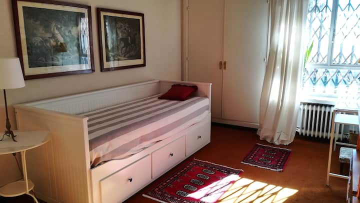 1 dormitorio. 15 mn Metro Moncloa. Baño privado.