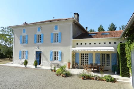 Spacious Family Villa with Heated pool - Sainte-Colombe - 別荘