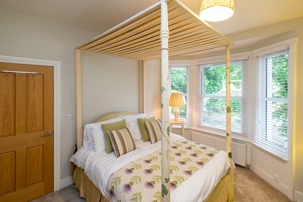Bedroom 2 - with a gorgeous & luxurious four poster bed - sleep in style!
