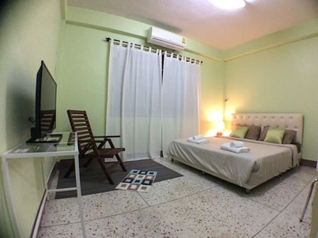 Private Bed&Bath+Free Wifi+5min walk to BTS S7 - Bangkok - House