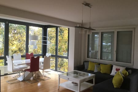Nice room in luxury flat, downtown - Bern - Pis