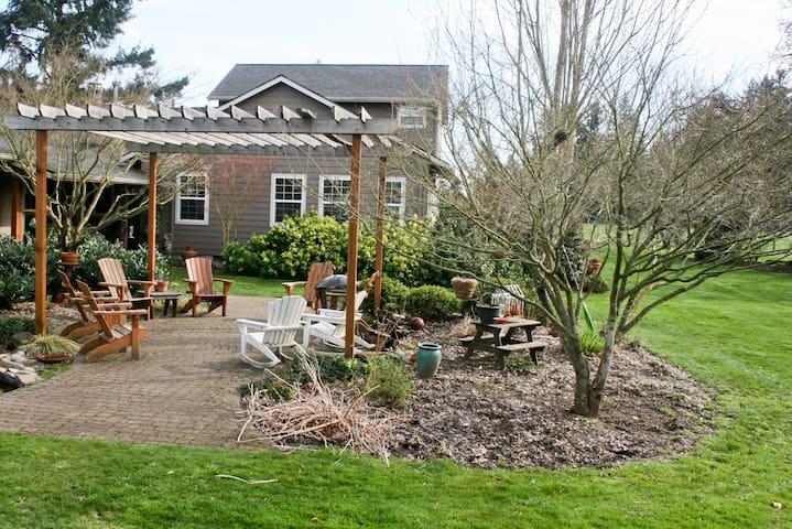 Renovated Farm House near Portland, Self Check-in