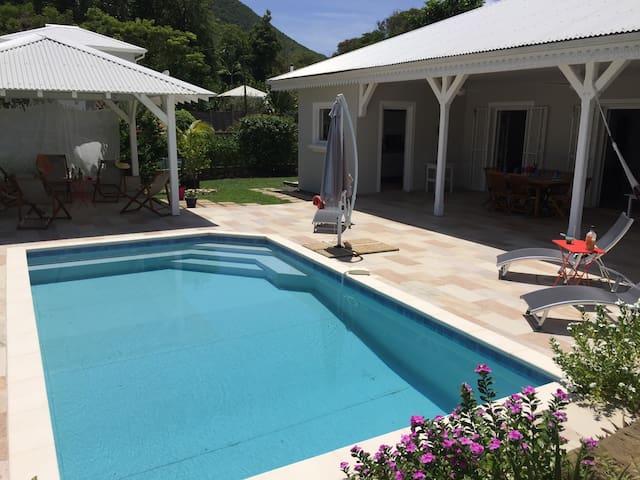 Villa, pool & private access to sea. Villa Vetiver