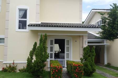 Casa com Piscina em Cond. Fechado - Eusébio - Ház