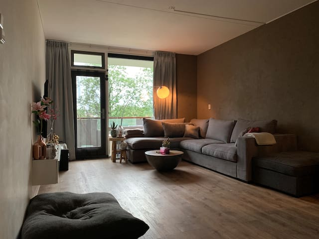Amsterdam ZO, Free parking, 20 minutes from centre