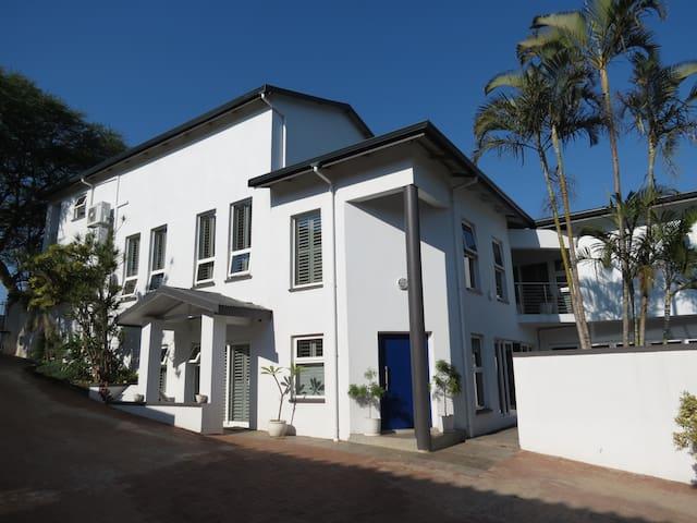 Stunning up market modern home near main beach