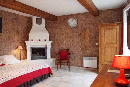 Luxe charming room Lacoste Luberon - Lacoste - Bed & Breakfast