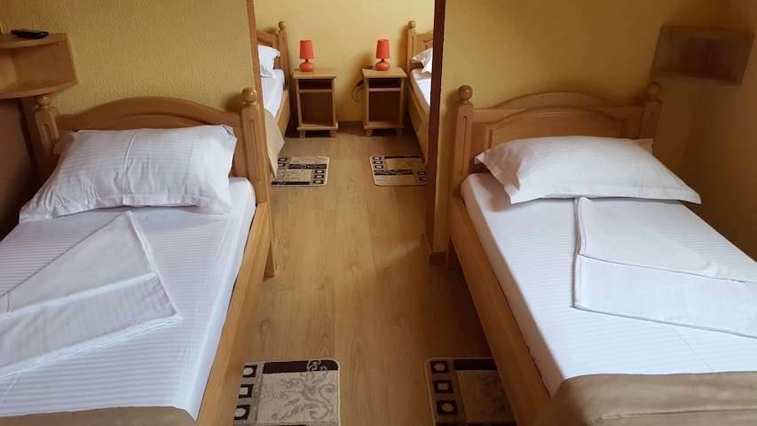 Venesis House - Quadruple Room - no. 7 - Sighișoara - Huis