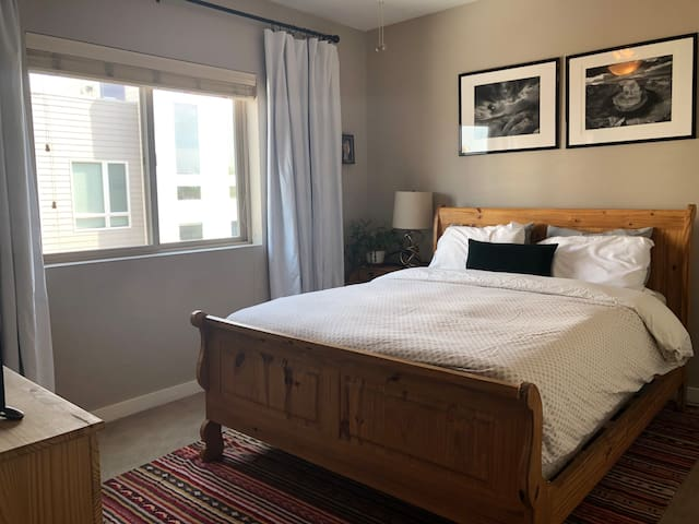 Cozy, light-filled room in the heart of RiNo