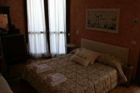 Una stanza per te con splendida vista mare e Rocca - Serra di Sopra
