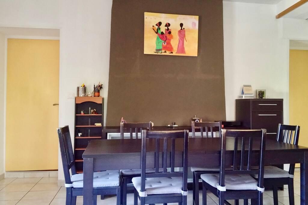 Salle à manger ouverte sur salon