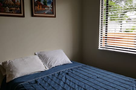 Private, comfortable room close to Lindora