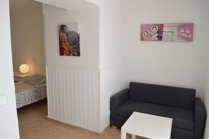 Holiday Apartment in a Well-Maintained Complex with Wi-Fi and Terrace; Parking Available