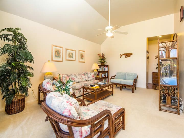 Casual Style+Super View! Private Lanai, Kitchen, WiFi, Flat Screen–Kaha Lani 205