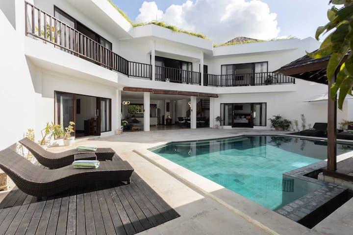 Villa Sawit 5BR #Spacious #Peace #Walk to beach