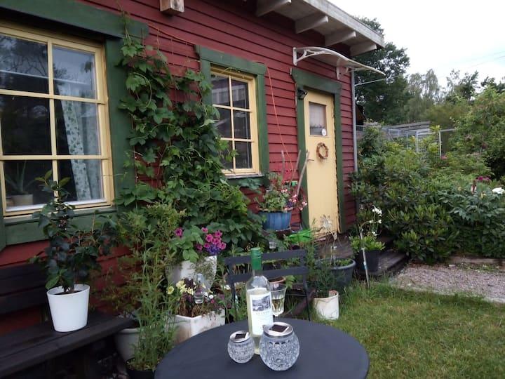Gäststuga i frodig kulturmiljö nära Västervik