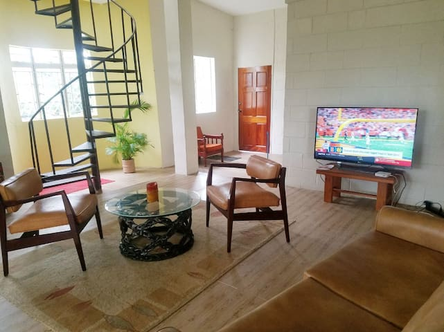 3 bedroom Suite#Walk to Events,Local Food,near UWI