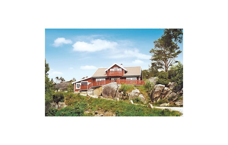 Holiday cottage with 5 bedrooms on 165m² in Lindesnes