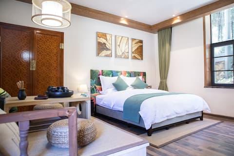玉龙雪山脚下 豪华大床房 免费早餐 暖气  装修精美 平台观雪山
