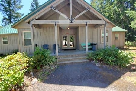 McKenzie River Rental McKenzie Room #6