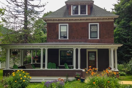 Historic Housatonic Victorian - Great Barrington
