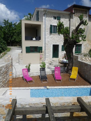 House for 4+2 persons with pool in Poreč R56480