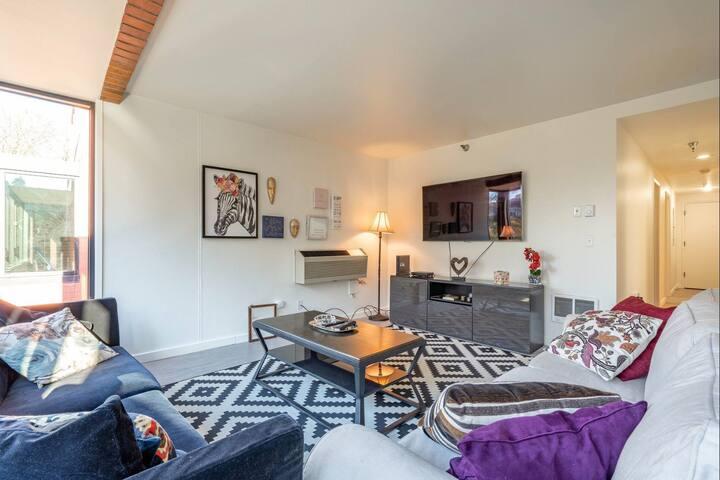 2 Bedrooms apt in downtown Portland!