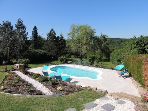Les Erines chambre dans jolie maison avec piscine