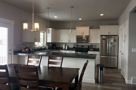 Amazing views. Private room. Queen size.Brand new. - Provo