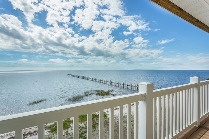 Summer Breeze- Gorgeous Bay Front View
