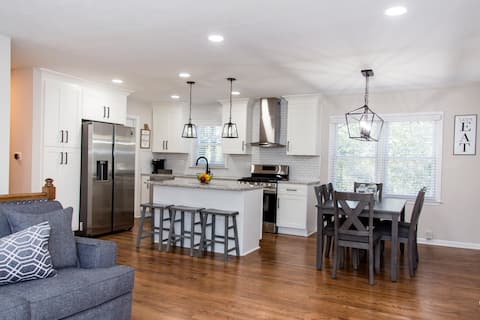 Snellville-Modern Home Near Shops & Restaurants