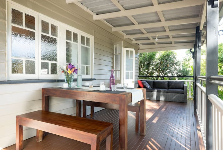 """The Park House"": your 3 bedroom inner city home - East Brisbane - Rumah"