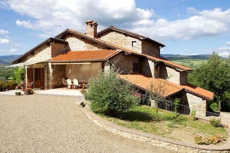 Podere Varlunga, sleeps 10 guests - Castel San Niccolò