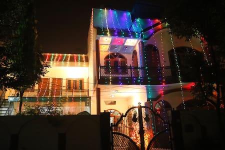 Shreenu home Stay , Agra - Agra