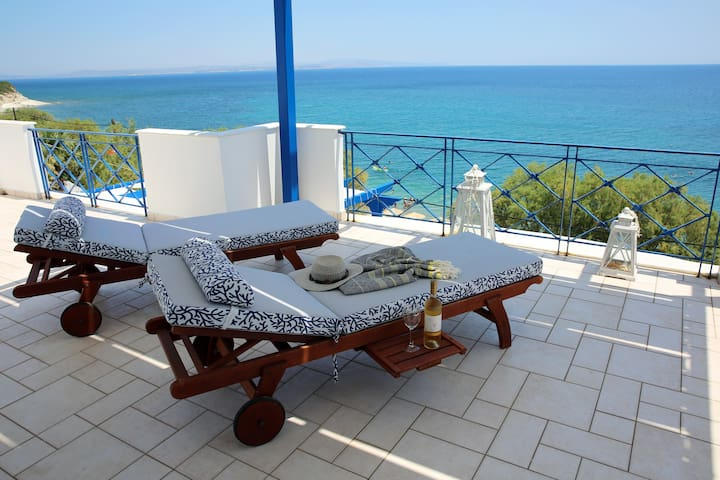 Beautiful seaside maisonette in Agia Fotia beach
