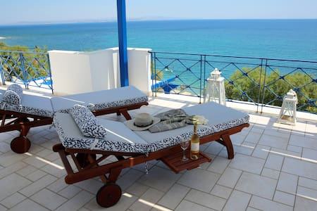 Beautiful seaside maisonette in Agia Fotia beach