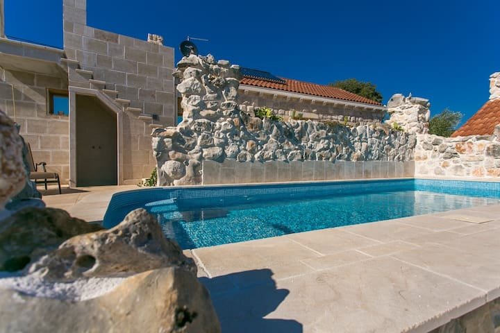 Stonehouse Marina - villa with a two private pools - Marina - Haus