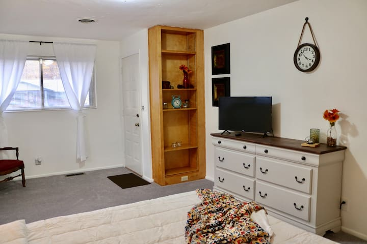 "This large room has its own private entrance, A 32"" smart Roku TV with Netflix. Wifi throughout."