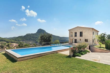Tranquil family villa with pool and stunning views